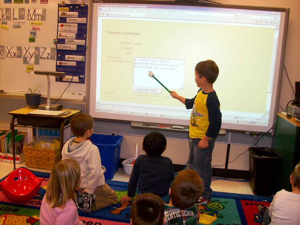 Children reading a blog