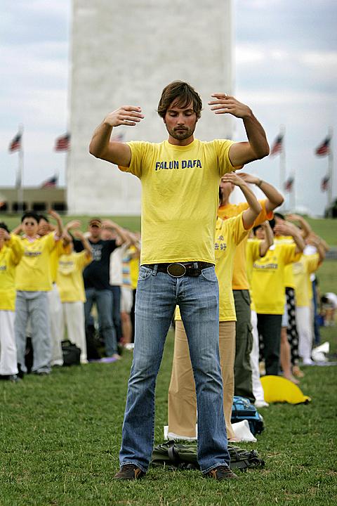 Falun Dafa standing meditation